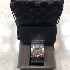 Gucci Stainless Steel Twirl Bangle Watch